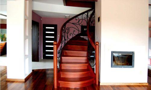 Czy warto postawić na nowoczesne schody drewniane?